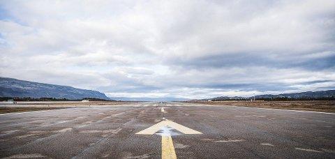 LANG BANE: Rullebanen ved Lakselv lufthavn Banak er 2.788 meter, og landets 5. lengste.