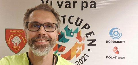 SIKKERHET: Turneringsleder Ola Sandness i Harstad Håndballklubb forteller at de først og fremst tenkte på sikkerheten til spillerne.