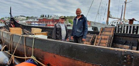 Frik Harald Bjerkli og Terje Bøe ombord i vikingskipet Lofotr som trenger mye stell fremover.