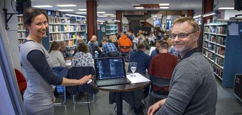 Ingen spøk: Kristin Aldo og Jørn Gulbrandsen gjorde suksess med musikkquiz på biblioteket 1. april. foto: brynjar eidstuen