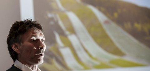 PLAN KLAR: Reetableringen av Fageråsen hoppsenter med flere hoppbakker og plastbakker nærmer seg virkelighet. Trond Jøran Pedersen lover i så fall internasjonalt hopprenn St. Hans-aften i 2020. Foto: Øyvind Bratt