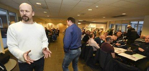 NEDSTEMT: Forslaget om å danne ny fotballgruppe i Stålkameratene ble nedstemt da Rana FK ble etablert i november 2017. – Flertallet har bestemt, sa Stålkam-leder Ole Johnny Pettersen etter årsmøtet i HOK-bygget den gangen.
