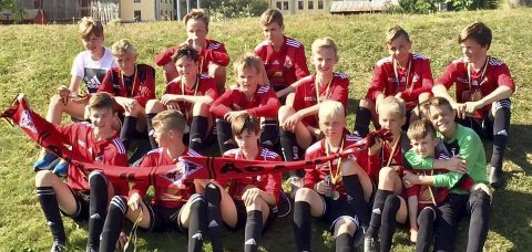 Tredjeplass: Åga IL ble nummer tre i Umeå Fotbollsfestival denne helga. Laget slo Domsjö i bronsefinalen. Foto: Privat
