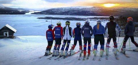 OVER GRENSEN: Her i Ingemarbacken vil ett av løpene går når Rana slalåmklubb neste helg flytter kvalikrennet til landsfinalen og hovedlansrennet fra Skillevollen til Tärnaby i Sverige. Snømangelen er årsaken. Foto: Kenneth Rabben