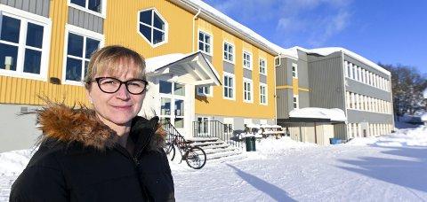 HÅPER DET SNUR: Rektor ved alpingymnaset i Tärnaby,  Birke Weidringer Fahlqvist, fikk sjokk da forslaget om skolenedleggelsen kom. Nå er hun glad for at politikerne ser ut til å se mulighetene, ikke begrensningene. Foto: Øyvind Bratt
