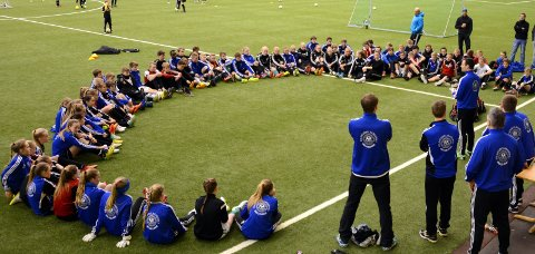 Polarsirkelakademiet har i 10 år vært drevet i regi av alle klubbene i Rana. I høst overtok Rana Fotballklubb styringen av satsingen, som gir unge spillere et ekstra input i treningen.