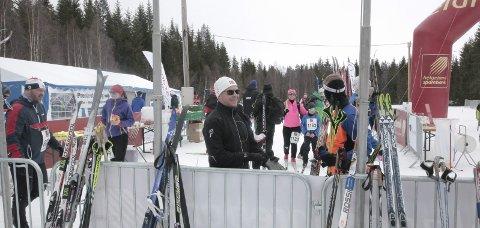 Godt preparerte skiløyper er viktig for ranværingene. Nå kan du selv bidra til at idrettslagene får råd til å kjøre opp løypene i nærmiljøet. Men da må du gå årets Blåvegenløp.