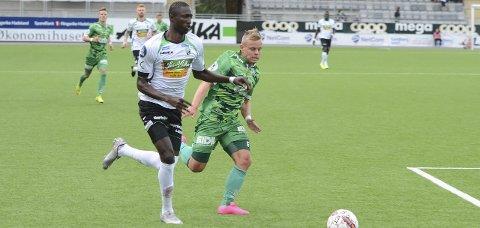 Ibrahima Dramés to sesonger i norsk fotball har så langt vært preget av lite spilletid, enda færre mål og to avskjeder med dem som har stått ham nærmest. I år håper 20-åringen å få karrieren opp på sporet igjen i Hønefoss-drakt.