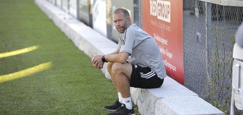 BETENKT: Ull/Kisa-trener Trond Fredriksen var lenge fornøyd med hvordan laget hans framsto på Grorud.Foto: Bjørn Hytjanstorp.