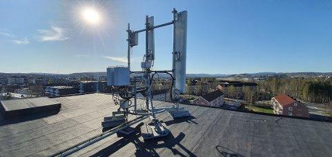 Disse senderne skal rustes opp og bli flere rundt om i byen for å gi 5G-mobilnett til Sarpsborg.