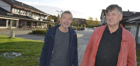 Lang tid: F.v. avgått styreleder Jan Willy Føreland (63) og ny styreleder Rolf Egeland (66) bekrefter at arbeidet med områdereguleringen på Myra-Tebo           var anslått til to år, men at det nå har gått fire år.