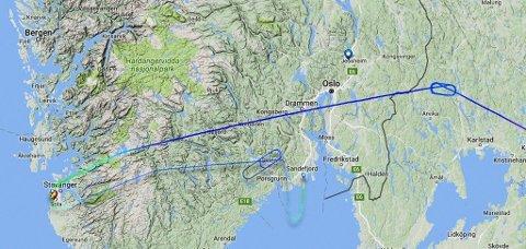 MELKERUTE: Flyet hadde retning mot Oslo Lufthavn Gardermoen og skulle etter planen lande. Der ombestemte kapteinen seg og fløy til Stavanger. På vei tilbake til Gardermoen ombestemte han seg igjen og landet på Sandefjord. Passasjerene måtte til slutt ta buss til Oslo Lufthavn. Foto: FLIGHTRADAR24.COM