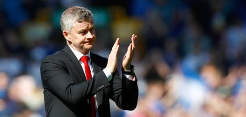Manchester United-direktør Ed Woodward lover penger til Solskjær.