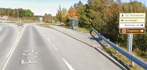 Slik har fylkeskommunen illustrert hvordan skiltingen skal se ut. Skiltet «Tingkrets» settes opp i begge retninger inn mot rundkjøringen på Bremsnes på fylkesvei 64.