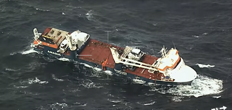 INGEN ARBEIDSBÅT: Tirsdag formiddag opplyser Kystverket at arbeidsbåten har falt av lasteskipet Eemslift Hendrika.
