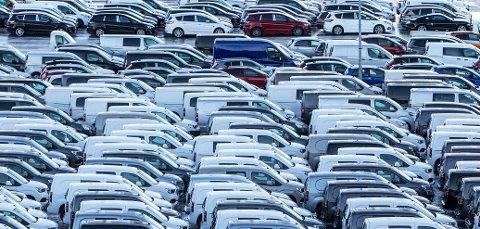 Drammen  20190102. Drammen havn er norges største bilhavn. I 2018 tok havna i mot rundt 110 000 biler. Det er 70 prosent av alle biler som kommer til landet. På slutten av året var i underkant 40 prosent av dem elbiler. Bilimportørene tror andelen elbilsalg kommer opp i 50 prosent i 2019 og salget av dieselbiler vil falle dramatisk. Emneord: Varebil, biler, diesel, elbil, bilimport,     Foto: Ole Berg-Rusten / NTB
