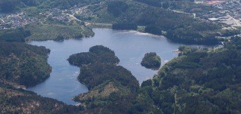 TURVEI: Det vil koste anslagsvis 15-16 millioner å bygge ny vei rundt Eivindsvatnet.