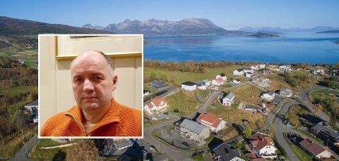 KRITIKK: Pål Mathisen og interessegruppa for nærliggende eiendommer ved skoletomt på Mustaparta mener mangelen på informasjon fra kommuen er kritikkverdig.
