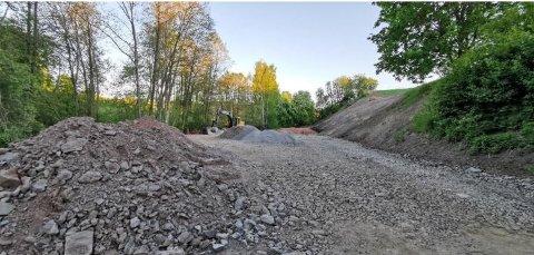 FULL STOPP: Gran kommune har bedt at alt arbeid med denne vegen stanses umiddelbart.