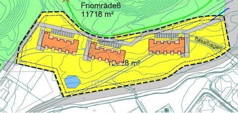 SIRUASJONSPLAN: Slik er den foreløpige situasjonsplanen som er laget over tomta. Hermnashulua ligger overst til venstre i kartet. Friområdet på midten er skråningen og friområdet på sørsida av skolen.