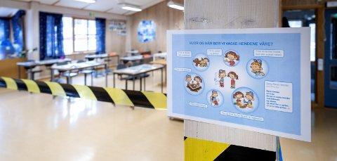 – Etterspør bedre beskyttelse: Skolene og barnehagene drives etter gult nivå i Lillestrøm kommune. Samtidig betegnes smittesituasjonen i kommunen som «blodrød.» Dette henger ikke sammen, skriver innsenderen.Illustrasjonsfoto: NTB