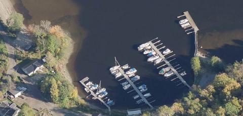 ADVARER: Hyggen Båtforening venter på kommunens godkjenning for å anlegge nye bølgebrytere i småbåthavnen, men Fiskeridirektoratet advarer mot for store inngrep i det nærliggende ålegrasområdet.