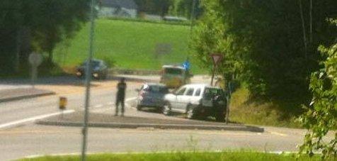 Det har vært et sammenstøt mellom to biler i krysset Raveien-Sandefjordsveien.
