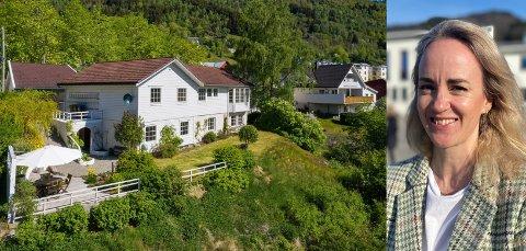 SELD: Denne einebustaden frå 1992 på Kvåle i Sogndal hadde ein prisantyding på 6.3 millionar, men gjekk langt over det. Det kom ikkje som eit sjokk for meklar Stine Thue.