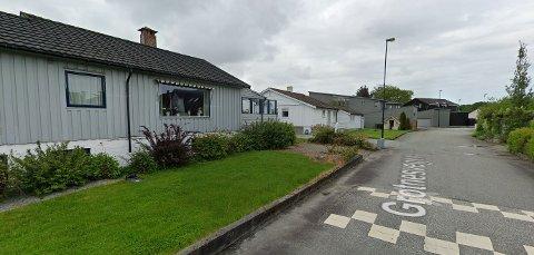 Det er solgt boliger i hele kommunen i august. I Grotnesvegen på Røyneberg blir det nye naboer i to av boligene.
