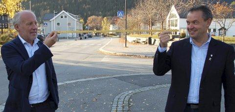 Meter'n: Velkommen til Fagernes, men husk meter'n mellom dere, sier kontsituert kommunedirektør Åge Sandsengen og ordfører Knut Arne Fjelltun i Nord-Aurdal.
