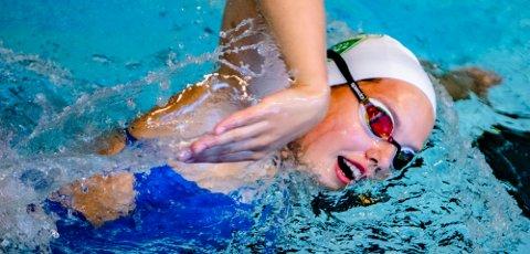 Solid åpning av Karen Hellberg Munthe i hennes to første øvelser i svømme-NM i Bergen. På 50 rygg satte hun også ny personlig rekord.