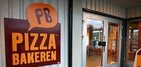 IKKJE HER: Sist Pizzabakeren var i Florø var det her dei var. I lokala som Florø Bakeri tok over. No kjem dei tilbake, og dei skal framleis vere på Evja, men ikkje her.