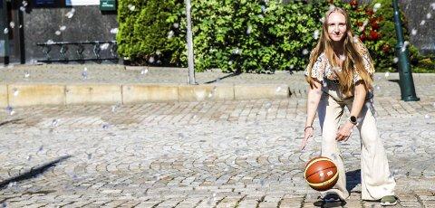 «Verdens kuleste»: – Basketball er verdens kuleste sport, synes Darlén Marie Lund. Hun gleder seg til å ta fatt på ledervervet i Halden Basketballklubb.