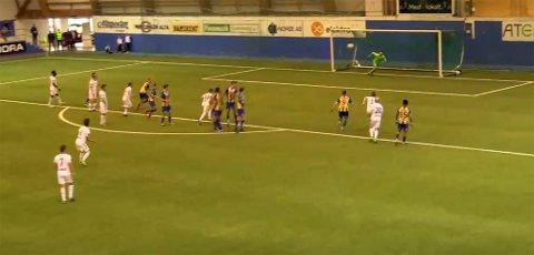 SLUTTSPURT: Henrik Byklum scoret mål for Fram Larvik i det 90. minutt og kampen om poengene var i gang igjen.