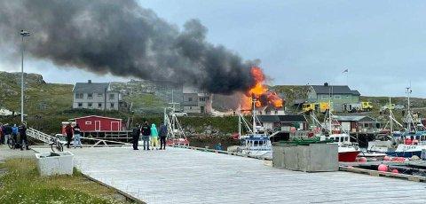 Boligen som tok fyr søndags ettermiddag, brant ned til grunnen.