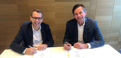 KONSERNSJEFER: Steffen Syvertsen (Agder Energi) og Pål Skjæggestad (Glitre Energi) signerte samarbeidsavtalen om den digitale satsingen.