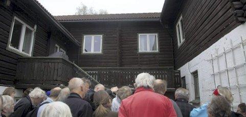 Krigsminne: Tømmerhuset som tyskerne bygde opp, og som skulle være bolig for de tyske oberstene under krigen.