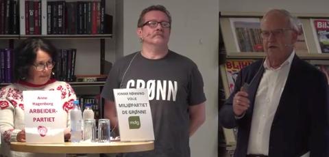 STILTE SPØRSMÅL: Debattleder Håvard Narum fikk få konkrete svar da han spurte partitoppene i Søndre Land om hvordan de skal spare 45 millioner kroner i kommunens drift.