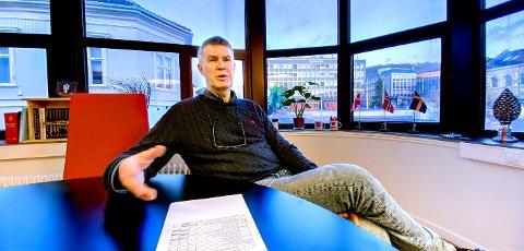 ADVARER: Ordfører Erik Bringedal er ikke i tvil om hva larviksfolk bør gjøre nå.