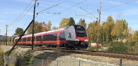 INTERCITY: Med valg av østre trasè for ny jernbanestasjon i Hamar ligger muligheten for en Intercity-løsning mot Elverum, Rena og Østerdalen best tilrette, skriver artikkelfofatteren.