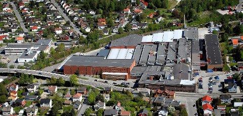 TIL HALDEN: Sarpsborg Papp eller Peterson Packaging som bedriften i dag heter, kan bli flyttet til Halden. Uansett vil bedriften ut av Sarpsborg sentrum.