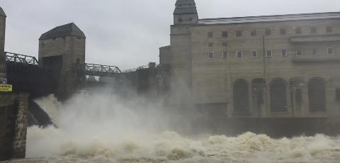Vannføringen vedSolbergfossvar lørdag kl. 10 ca. 2570 m³/s.