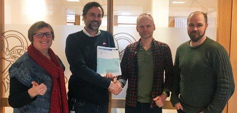 Mer bredbåndsutbygging i Valdres: Fra venstre: Inger Torun Klosbøle, Dag Arne Henriksen, Kjell Berge Melbybråten og Fredrik Holte Breien.
