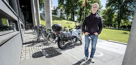 Frustrert: På to uker ble Frank Andersen frastjålet sykkelen to ganger på utsiden av arbeidsplassen – midt på lyse dagen. Han er ikke den eneste: Flere mener sykkeltyverier må sees på som et samfunnsproblem.