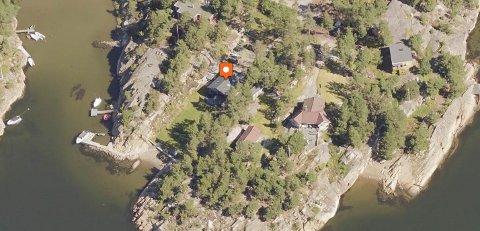 Svein Erik Bjerkrheims hytte i Penebukta har det meste. Egen strand, brygge og alt av fasiliteter.