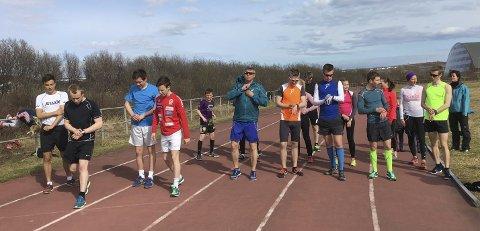 KLARE TIL START: Rundt 20 løpere stilte til start i testløpet, og det sier Sigurd Gundersen seg fornøyd med.