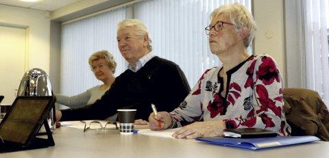 Avlyser: Arild Arnesen ( i midten) er ny leder i eldrerådet i Holmestrand. Her sammen med eldreråds-representantene Gunn-Eva Benjaminsen (til v.) og Martha Lørdahl.