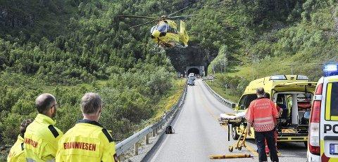 Trafikkulykker: Det har vært flere trafikkulykker med alvorlige skader. Her fra E10 øst for Rørvikskartunnelen hvor en motorsyklist tippet og skadet seg alvorlig.  Foto: Christina Svanstrøm