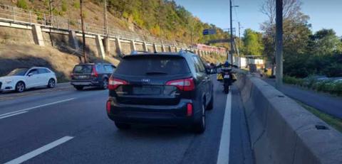 Det ble avholdt kontroll langs Mosseveien, og 23 førere måtte ta seg til takke med bot for ulovlig kjøring i kollektivfelt.