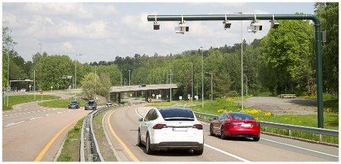 KJØRER MER: Husholdningene som kjører mest bil, er de med flere elbiler.